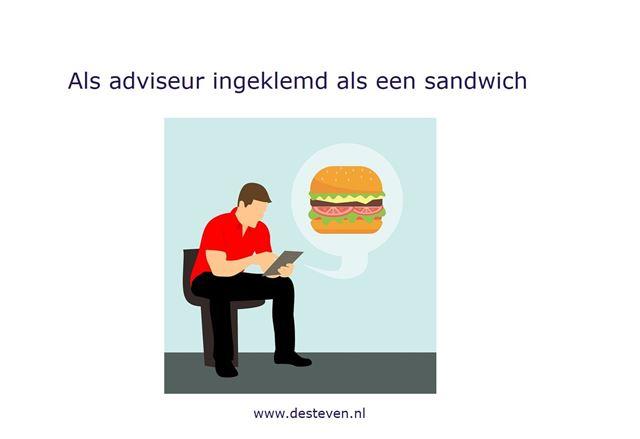 Adviseur als sandwich ingeklemd